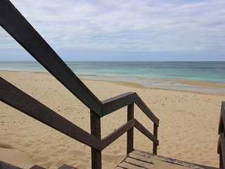 Island Way Beach House 9 - Self Catering Apartment - Sleep 8 sharing, Summerstrand