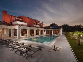 Luxury Villa Monaco - property with private garden and animals - near Pula