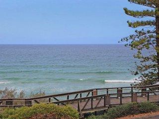 Bondi Apartments Coolum, Absolute Beachfront With Free WiFi, Netflix & Air Cond