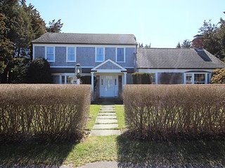 Great Four Bedroom Home Walking Distance to Town, Edgartown