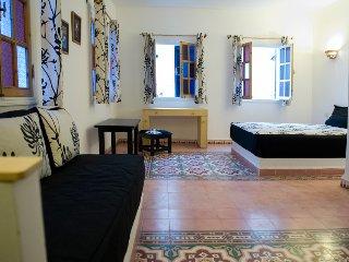 Studio 2/3 pers en Médina au 1er étage avec salon et terrasse en commun au 3ème