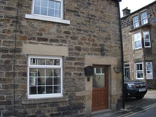 Keys Cottage dating back to the mid 1700's pet friendly cottage, Pateley Bridge