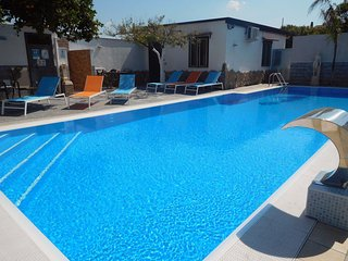 Guesthouse with pool, Spa, wi-fi and parking near Pompeii,Sorrento and Naples