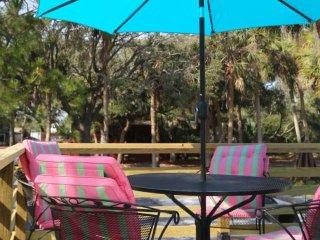 Osprey! Renovated European-style treehouse w/outdoor shower, wrap-around porch
