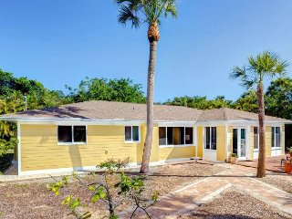 Ground level updated home near the beach, Isla de Sanibel
