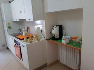 Angolo cucina dotato di ogni comfort