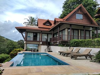 Large Villa with rooftop jaccuzzi, set in secluded haven, near Haad Salad, Baan Tai