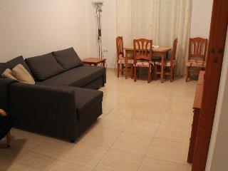 Apartamento  semi-nuevo 2 dormitorios a 150 m de la playa