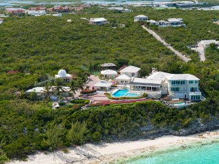 Luxury 6 bedroom Turks and Caicos villa. Private and beachfront!