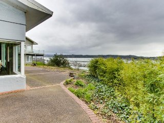 Unique home w/ bay views & large backyard, great location - dogs welcome!