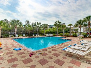 Townhouse w/ private patio, shared pool, & beach access - snowbirds welcome!