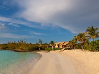 Luxury 13 bedroom Bahamas villa. Exclusive, All-Inclusive villa on Harbour