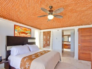 Oceanfront Tranquility for 2 or 4 on Isla Mujeres