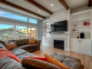 Newly Remodeled (5Bed/3Bath) by Alki Beach & Downtown