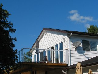 Mac's Shacks Waterfront Cottage Rentals - The Lookabout - 4 Season
