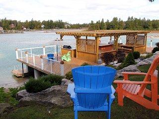 Mac's Shacks Waterfront Cottage Rentals - The Cedars - 3 Season