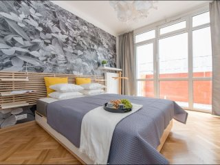 Galeria Bracka apartment in Stare Miasto with WiFi, balcony & lift.