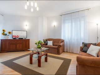 Grodkowska apartment in Wola with WiFi, air conditioning, private parking & lift