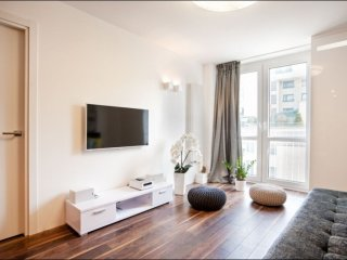 Grzybowska Lux 3 apartment in Stare Miasto with WiFi & lift.