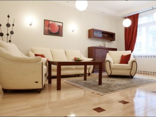 Spacious Niemcewicza  apartment in Ochota with WiFi.
