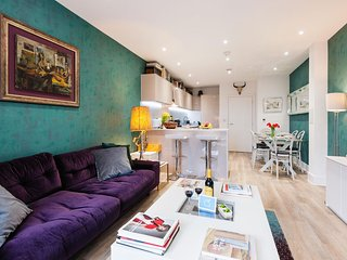 Spacious Butler Court apartment in Wandsworth with WiFi, balcony & lift.
