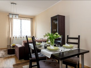 Okecie apartment in Ochota with WiFi, private parking, balcony & lift.