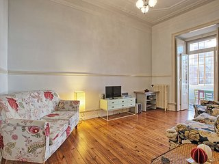 Guine apartment in Pena with WiFi & balcony.