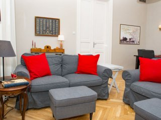 Bach apartment in VI Terezvaros with WiFi.