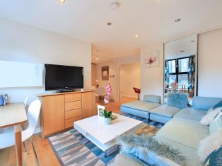 Gloucester Road Lodge apartment in Kensington & Chelsea with WiFi & lift., London
