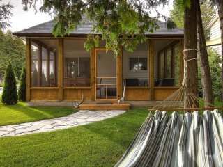 Mac's Shacks Waterfront Cottage Rentals - The Cedars - 3 Season