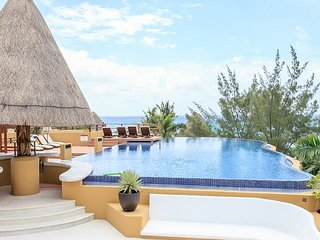 AMAZING PENTHOUSE- PRIVATE POOL!!Steps from Mahekal beach-Panoramic Roof View