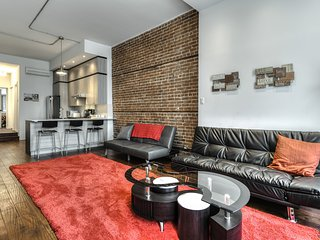 Sleeps 6 - Heart of Downtown /Plateau - Best location