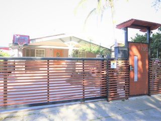 Newly Renovated Craftsman 3+2 House+Washer & Dryer in the Heart Of Hollywood