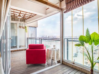JieFangBei HongYaDong Charming & Grand Riverview Suite with 3 bedrooms