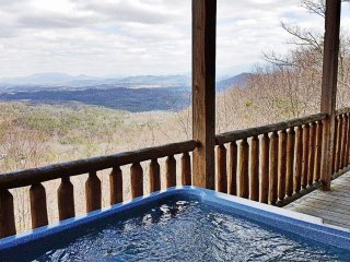 3bd/3ba Plus Bunk Room, Hot Tub, WiFi, Game Room,Amazing Views Over Pigeon Forge, Sevierville
