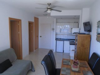 Benal Beach, family Complex 4th floor 1bed apartment fully equipped AC, Pool