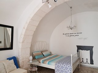 Lovely 18thC stone home 20m Ostuni's main piazza