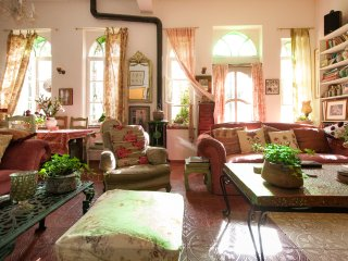 Serene, Pastoral 2 Bedroom In The Heart Of Picturesque Abu Tor