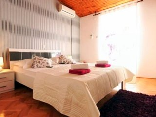 Old town tripple room with balcony, Makarska