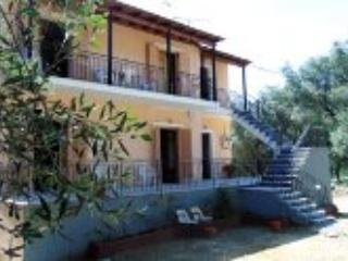 Hillside house apartment, 4-6p, close to beach, Paleokastritsa