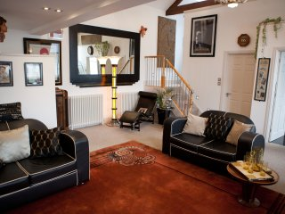 ART DECO STYLED LUXURY HOLIDAY APARTMENT IN CENTRAL CORNWALL
