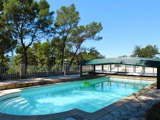chalet neuf tout confort avec piscine.
