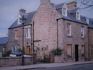 Heart of Dornoch Highlands house by cathedral near shops and golf