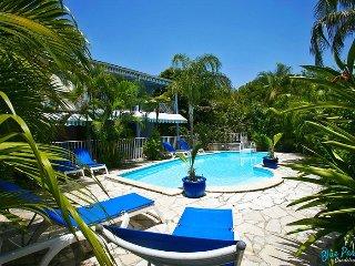 Blue Paradise: Bord de mer, grande terrasse, piscine & accès plage