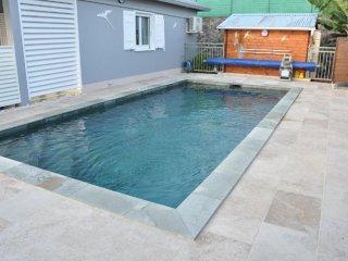 Villa 6 personnes avec piscine chauffée (29° min) et sécurisée.