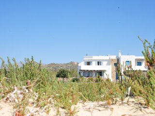 A beautiful beach house on Plaka beach in Naxos, one minute away from the beach!