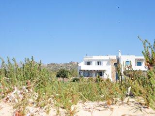 A beautiful beach house on Plaka beach in Naxos, one minute away from the beach!