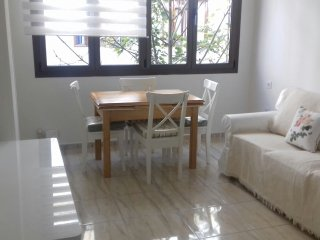 House with three bedrooms in the city center (2 double beds and 2 single ones ), Las Palmas de Gran Canaria