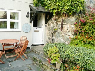 Llys Cof Cottage Village Retreat near beach