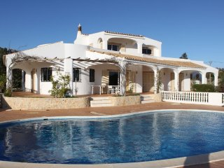 Spacious Villa With Private Pool And Sea Views, Sao Bras de Alportel